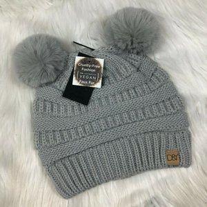 NEW D&Y Gray Vegan Faux Fur Pom Knit Hat
